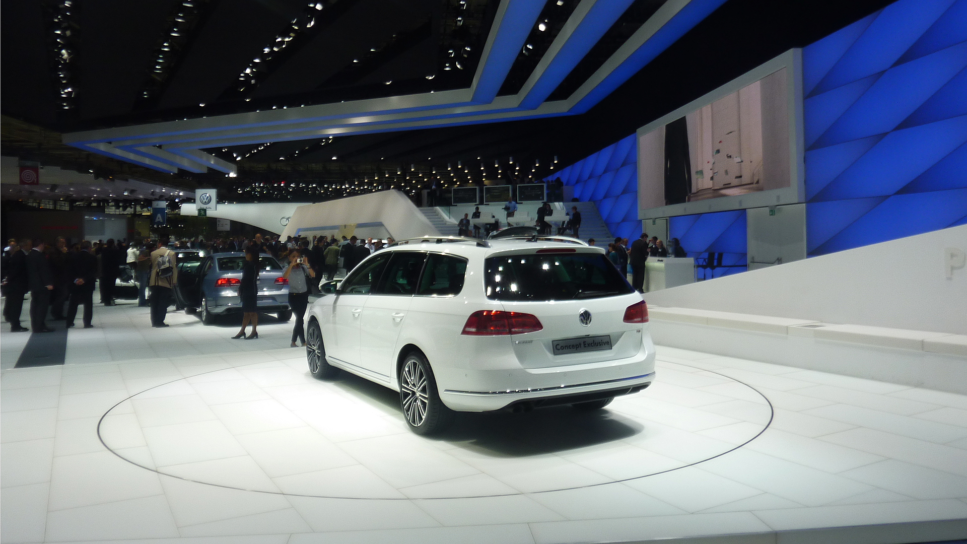 VW PowerWall – 2010 Motorshow Paris